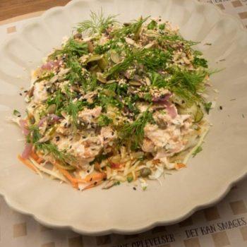 Landmads salat med frisk røget fisk