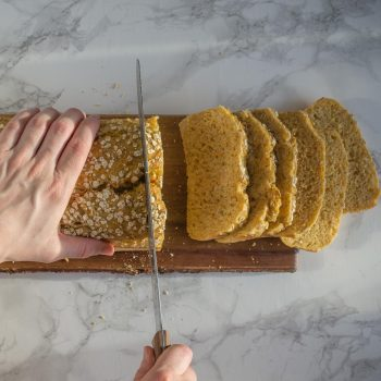 Landmads koldhævet morgenbrød med gulerod og grahamsmel